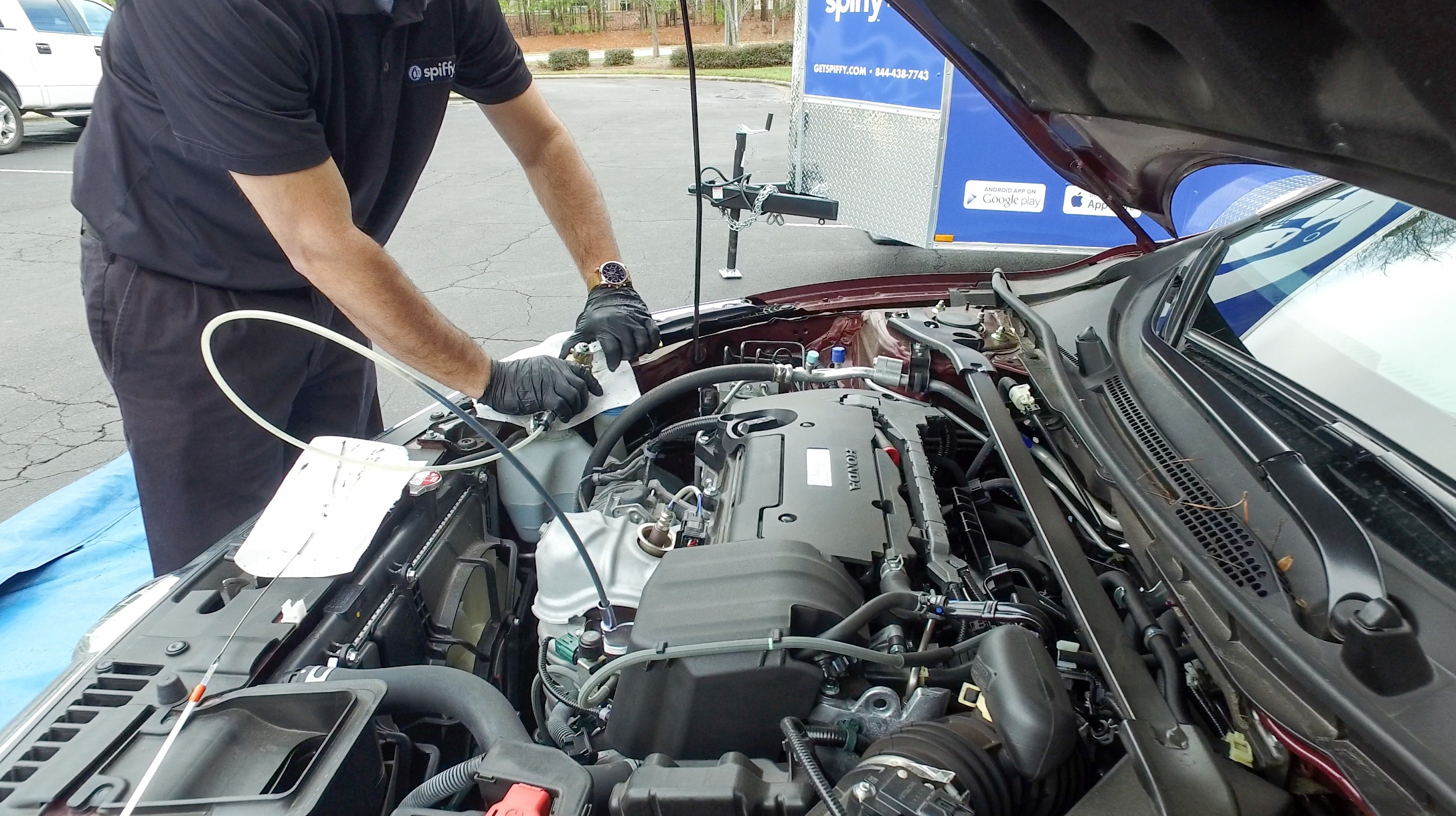 Mobile oil change by a Spiffy technician